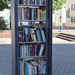 Bücherschrank ganz